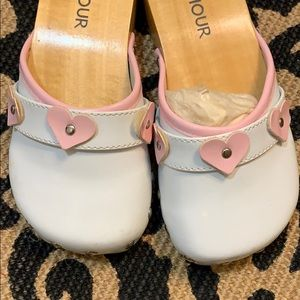 NEW Girls L'AMOUR Clogs